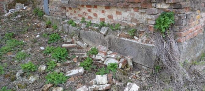 Укрепить фундамент, чтобы не рухнули стены